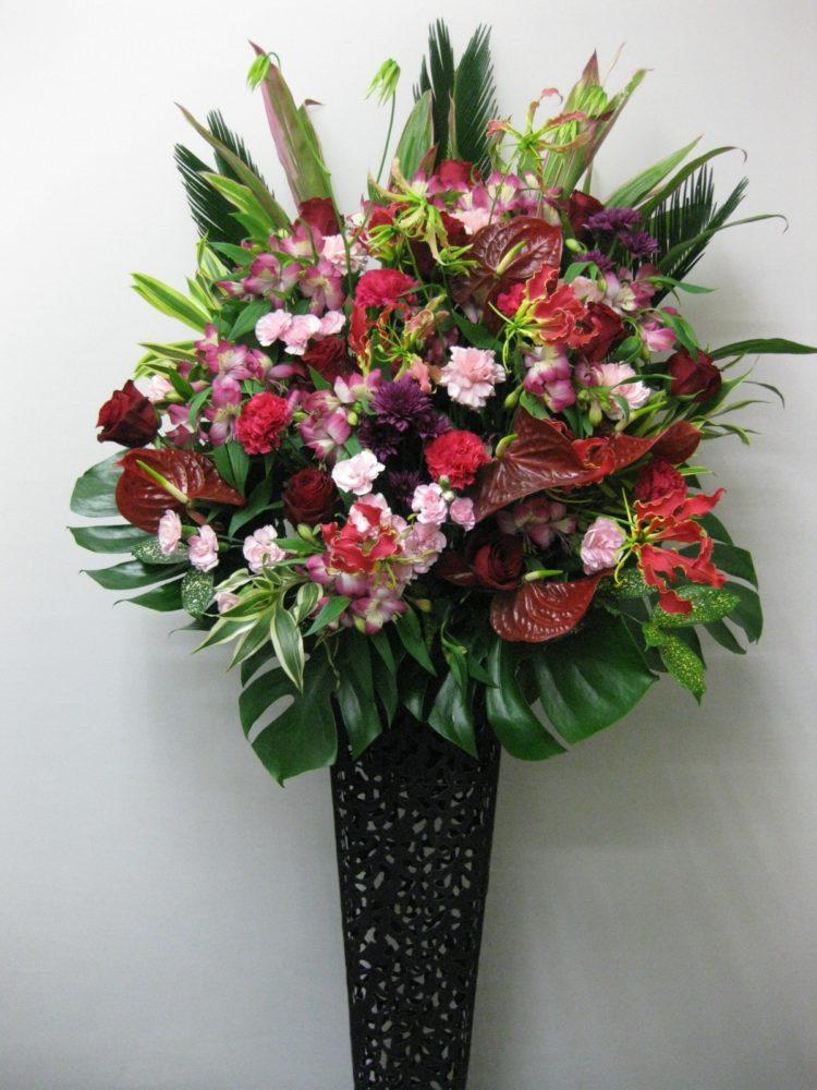 シックな色合いのアンティークスタンド花