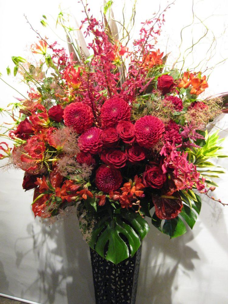 深紅のアンティークスタンド花
