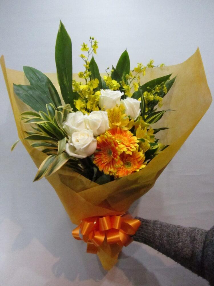 送別・御祝・ギフトなどに!白バラメインの花束