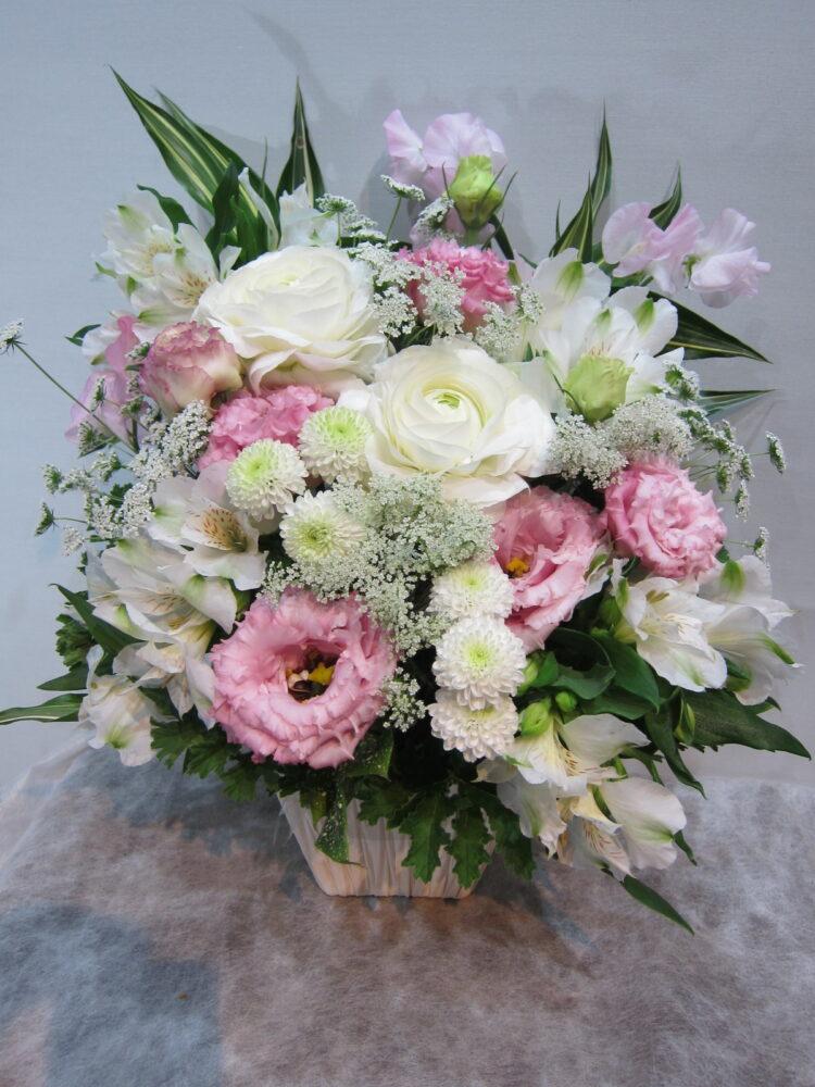【お悔やみ】トルコキキョウをメインに優しい洋花アレンジメント